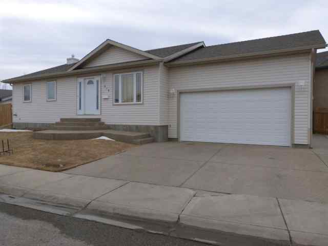 Indian Battle Heights real estate 814 Blackfoot Terrace W in Indian Battle Heights Lethbridge