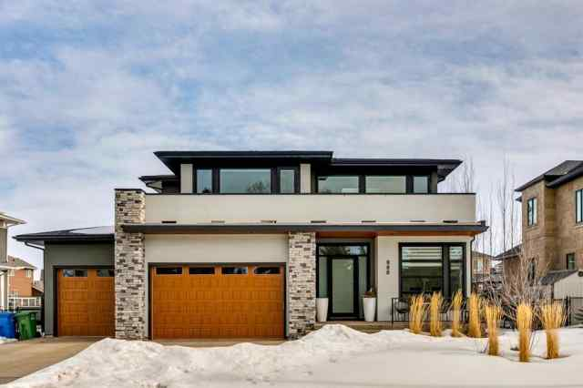 Kinniburgh real estate 888 East Lakeview Road in Kinniburgh Chestermere