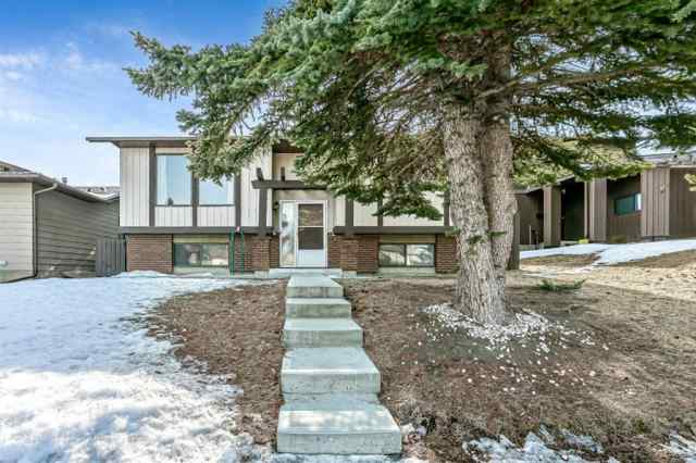 Beddington Heights real estate 35 Bedwood Hill NE in Beddington Heights Calgary