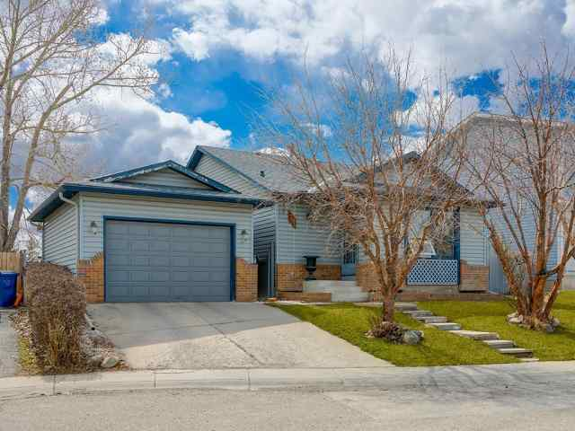 28 CASTLEGLEN CR NE in Castleridge Calgary MLS® #C4294713