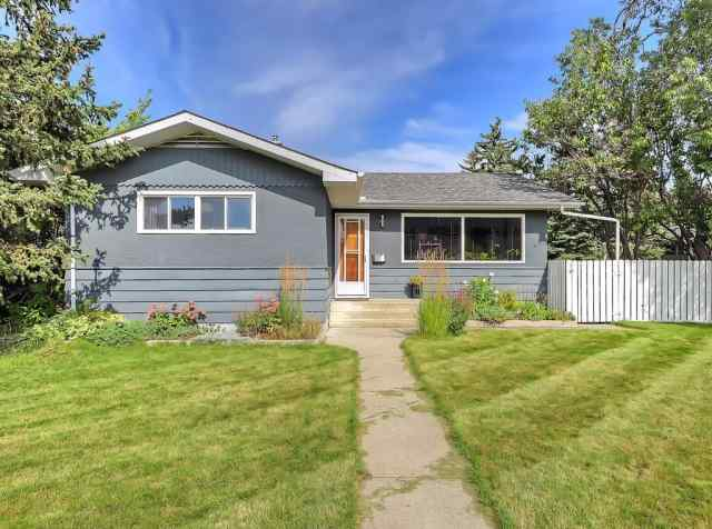 5104 Grove Hill RD Sw in Glendale Calgary