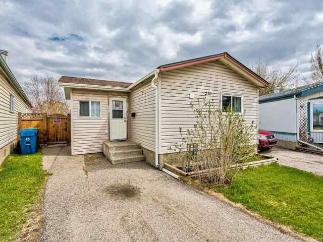210 Erin Woods Ci Se in Erin Woods Calgary MLS® #C4296185