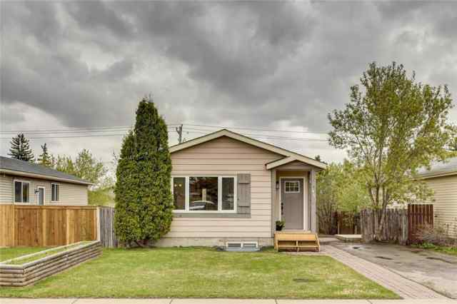 48 ERIN GROVE CL SE in Erin Woods Calgary