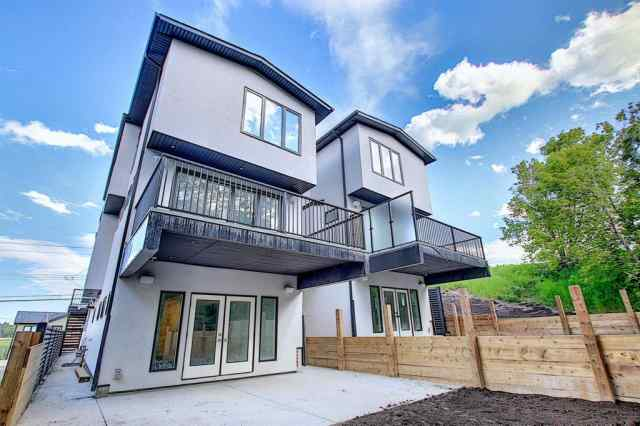 704 13 ST Ne in Renfrew Calgary