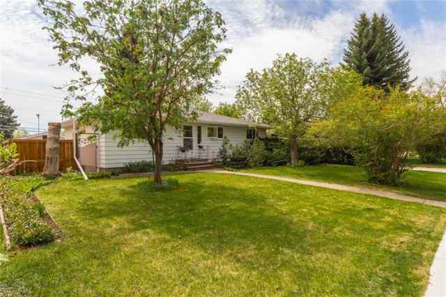 12 HESTON ST NW in Highwood Calgary