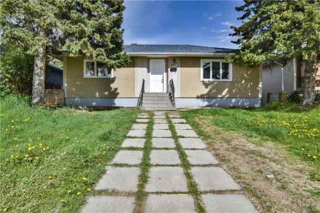 2220 40 ST Se in Forest Lawn Calgary