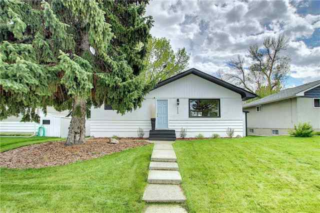4319 GREENVIEW DR NE in Greenview Calgary