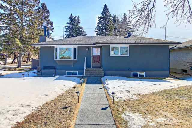 2444 Cottonwood CR Se T2B 1R5 Calgary