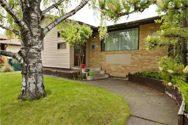 3471 Chippendale DR Nw in Charleswood Calgary