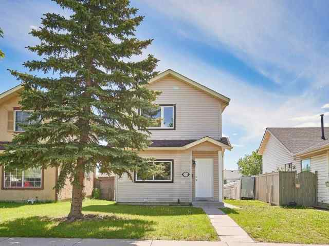 328 Falton DR Ne in Falconridge Calgary