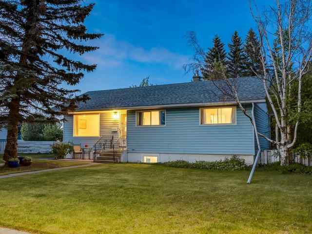 32 Greenwood CR Sw in Glamorgan Calgary