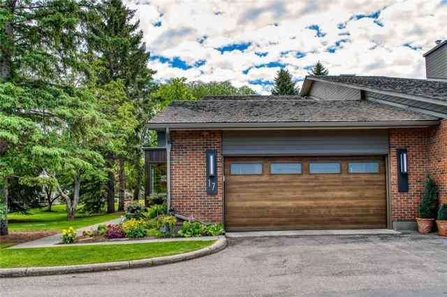 #17 68 Baycrest PL Sw in Bayview Calgary