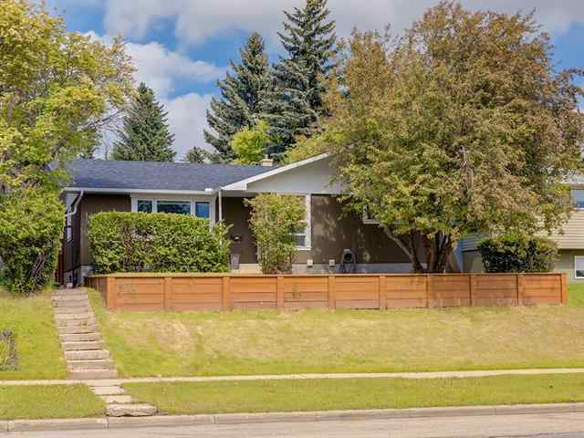 5124 Brisebois DR Nw in Charleswood Calgary