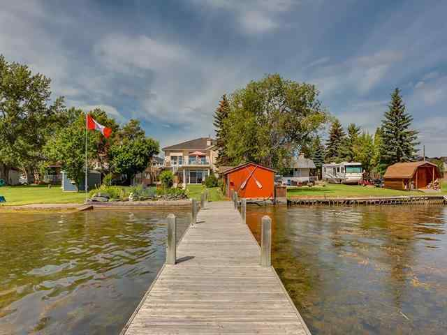 586 WEST CHESTERMERE Drive  in The Beaches Chestermere MLS® #C4302725