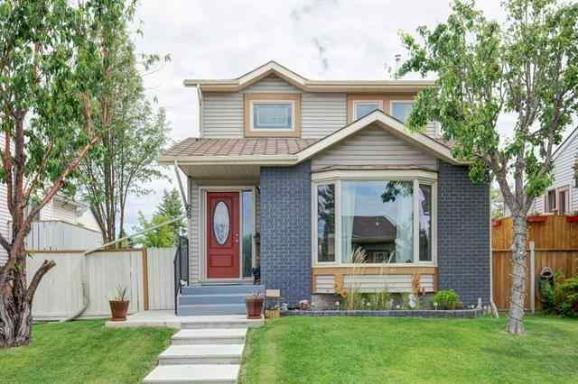 68 Appletree CR Se in Applewood Park Calgary