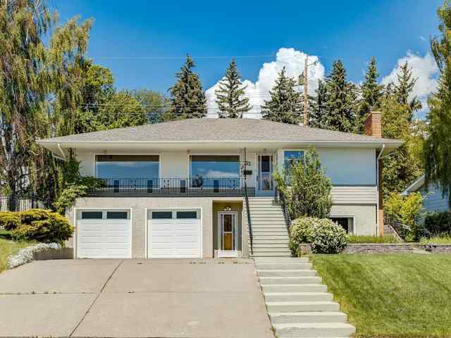 32 CUMBERLAND DR NW in Cambrian Heights Calgary