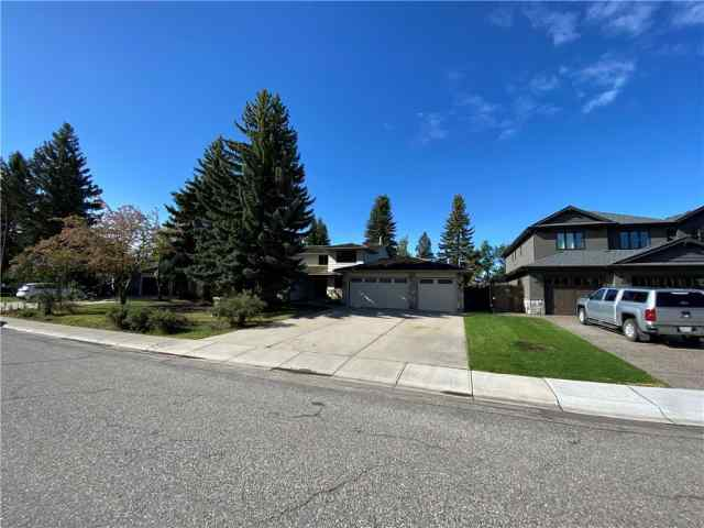 MLS® #C4303083 723 Lake Placid DR Se T2J 4B9 Calgary