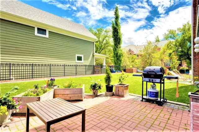#102 838 19 AV Sw in Lower Mount Royal Calgary