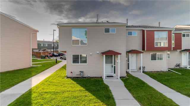 #35 5425 Pensacola CR Se in Penbrooke Meadows Calgary