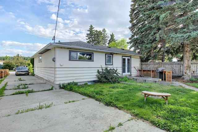 8344 46 AV Nw in Bowness Calgary