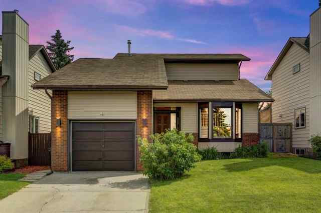 132 BEDWOOD CR NE in Beddington Heights Calgary