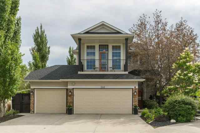 240 Oakmere Pl in Westmere Chestermere