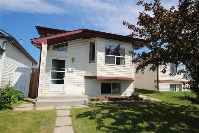 176 APPLESIDE CL SE in Applewood Park Calgary