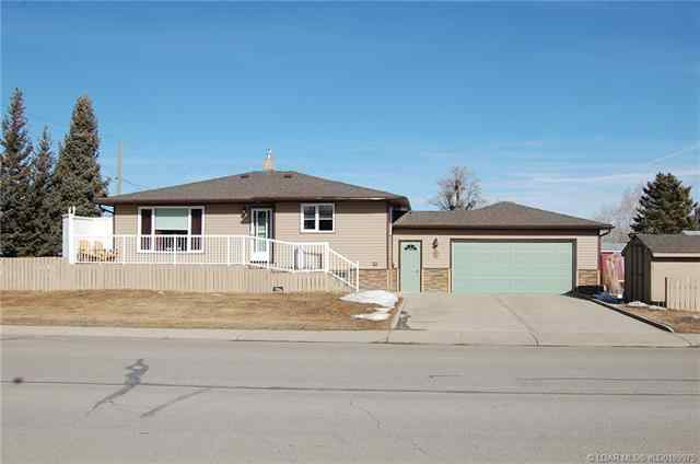 423 3 Avenue E in  Cardston