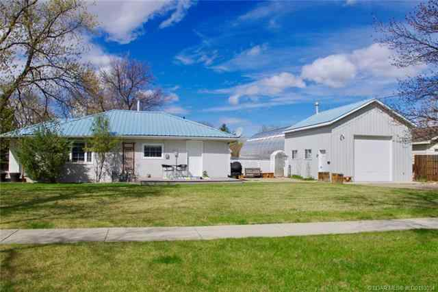 3 West 1st Avenue  in  Magrath MLS® #LD0193054