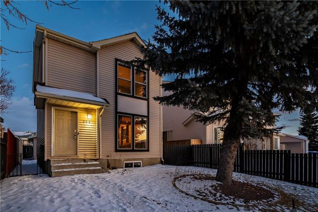 256 Falton DR Ne in Falconridge Calgary MLS® #C4223519