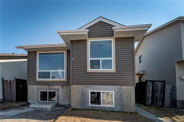 208 Castlegreen CL Ne in Castleridge Calgary MLS® #C4241673